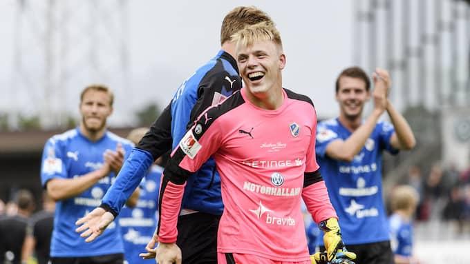 Halmstads 20-årige målvakt Isak Pettersson har ett utgående kontrakt och jagas av IFK Norrköping. Foto: KRISTER ANDERSSON / BILDBYRÅN
