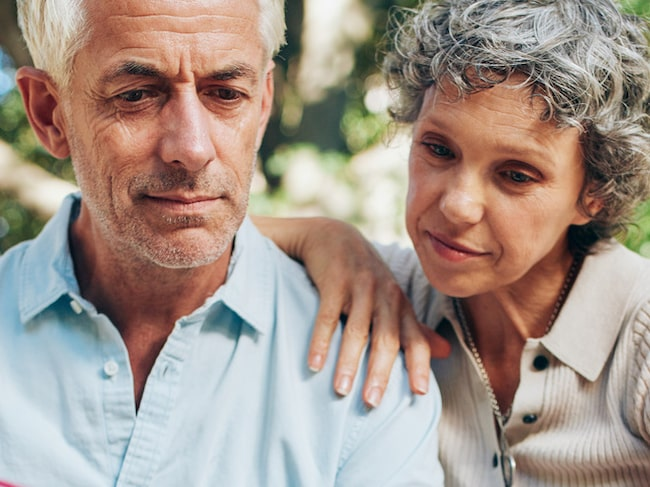 Stens hustru blev sjuk. Här berättar han om sjukdomskampen, behandlingar och tiden som följde. (OBS, genrebild)