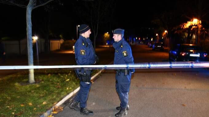 Fem personer är nu misstänkta på mordet på en man som sköts ihjäl i en gångtunnel i Malmö.