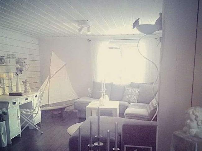 Bilden på Mattias vardagsrum som utgjorde startskottet för hans och Elins konversation.