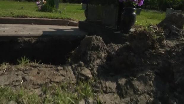 De köpte en gravplats så att mamma skulle kunna vila med pappa