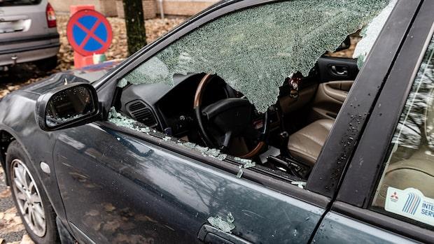 "Femtiotal bilar beskjutna – drabbade Gun: ""Inte klokt"""