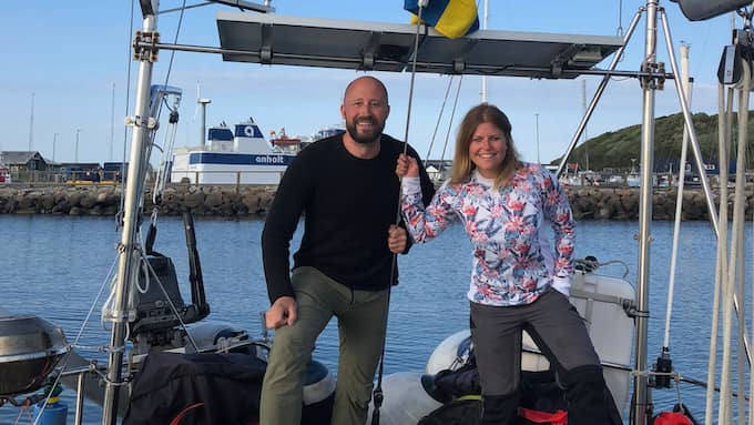 Johan Nordlander, 40, och Maria Syversen, 30, har bytt hemmet i Göteborg mot en 12 meter lång segelbåt. Foto: Privat