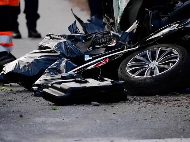 Tonåring död efter krasch med polisbil