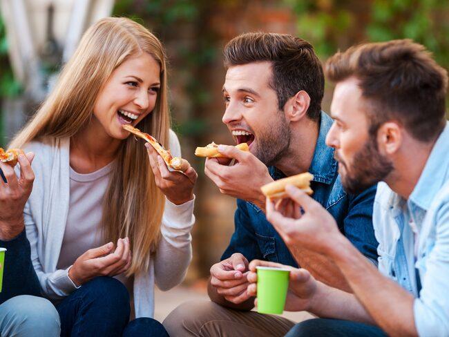 Ett pizzaföretag i Bath, England, har utlyst tjänsten och om den som får jobbet bor på annan ort står företaget för resekostnaderna.