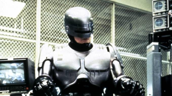 När mänskligheten smälter samman med maskinerna kommer vi inte se ut som Robocop, enligt futuristen Ray Kurzweil. Foto: / KANAL 5
