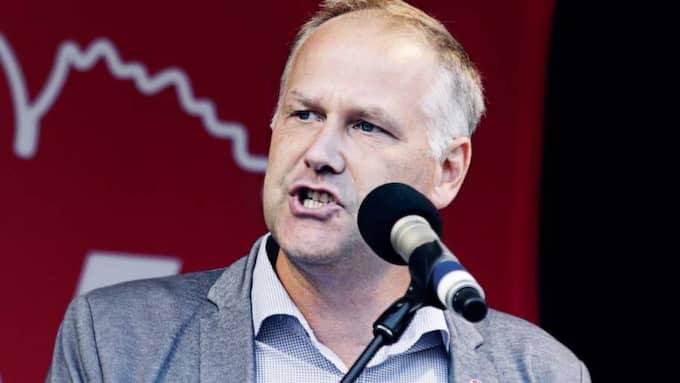 """I ett brev till tio företagsledare i välfärdssektorn uppmanar Vänsterledaren Jonas Sjöstedt dem att redan nu stoppa all vinst. """"Ett direkt hot"""", säger Håkan Tenelius, näringspolitisk chef för Vårdföretagarna. """"Det finns inget hotfullt alls i det här"""", svarar Sjöstedt. Foto: Anna Svanberg"""