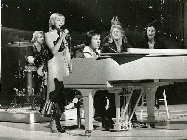"""1978 kom Kikki Danielsson på en andra plats i Melodifestivalen tillsammans me Wizex och låten """"Miss Decibel""""."""