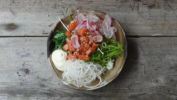 Poké bowl med marinerad lax