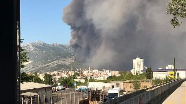 Branden syns på långt håll. Foto: PRIVAT