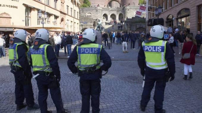 En supporter från Djurgården har förts till sjukhus med befarade skallskador innan premiärmatchen i allsvenskan. Enligt polisen har det varit något slags bråk vid Kärnan i Helsingborg. Foto: Stefan Lindblom/Helsingborgs-Bild