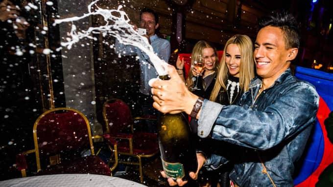 Händelsen. Jon Henrik Fjällgren firar vinsten. Foto: Pelle T Nilsson