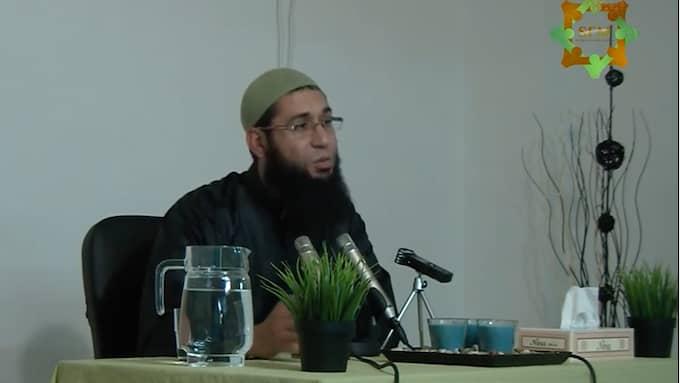 Imam Muadh Zamzam för fram reaktionära åsikter om flickors renhet med statliga bidrag i ryggen. Foto: Skärmdump från Youtube