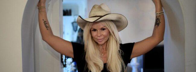 """Michela Castellari, känd från TV3:s """"Småstadsdrottningar"""", myser hellre hemma än går ut på krogen."""