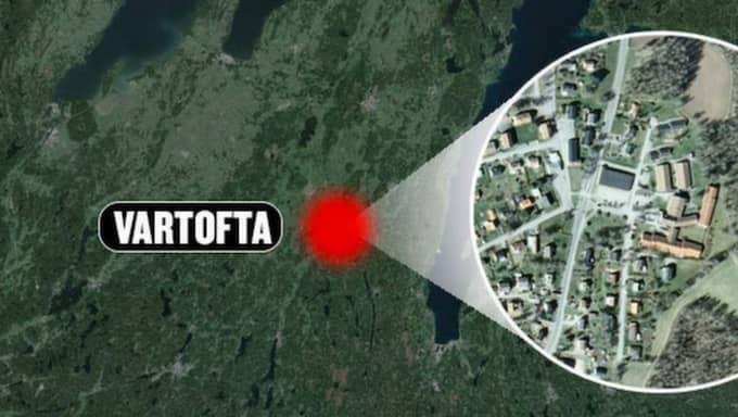 Enligt Tomas Ahlgren, inre befäl vid polisen i Skövde, ska poliserna på plats också ha fått ta emot hot från mannen med hunden innan han bussade den på dem. Mannen kunde sedan gripas. Foto: Google earth