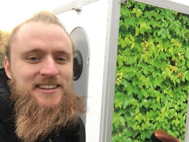 """Christoffer """"Nubbe"""" Svensson, 30, är killen som tagit ordet """"frihet"""" till en helt ny nivå."""
