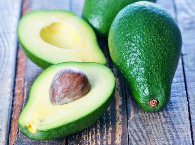 Avokado är ju hur gott som helst. Då är det också fantastiskt att den är så pass lätt att odla hemma.