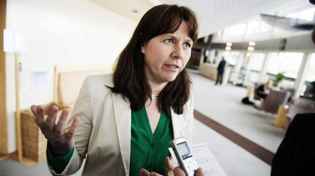 <span>Klimat- och miljöministern Åsa Romson har kallat till möte med Volkswagen.<br></span>