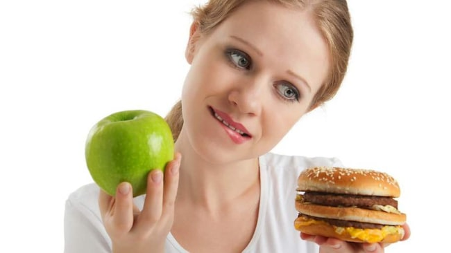 De första resultaten av världens största vetenskapliga utvärdering av den omdiskuterade dieten 5:2 är nu klar. Alla går ner i vikt av dieten, men hälsoeffekterna skiljer sig från person till person.