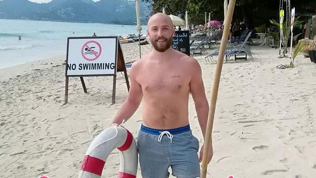 Fredrik Twisselmann har räddat tre personer på två dagar. Foto: Hotell Chaweng Buri