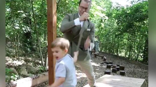 Här leker prins Oscar på egna lekplatsen i Skåne