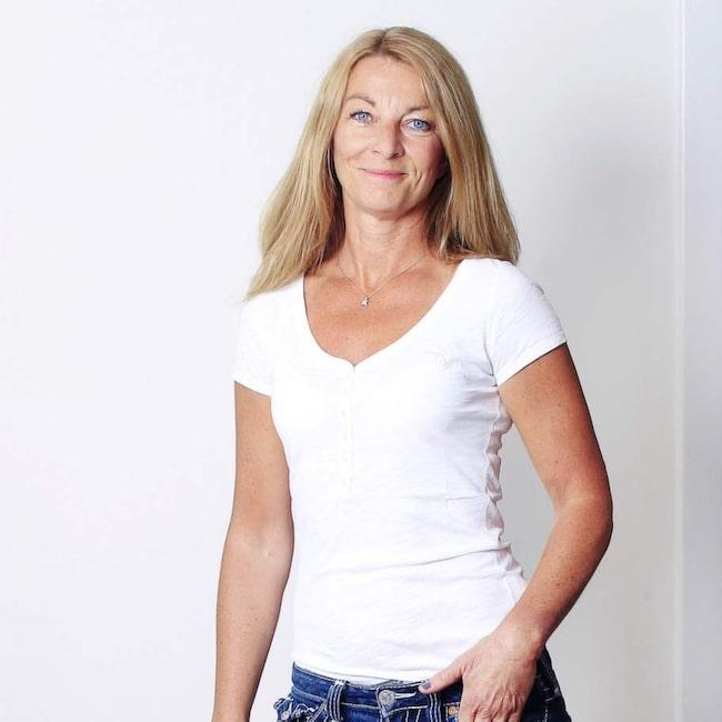 """<strong>Anne Liljeroth</strong><span><strong>Riskfaktorer:  </strong>Dricker alkohol cirka fyra gånger i veckan. Drabbades av  utmattningssyndrom för tio år sen. Högt blodtryck i släkten.<strong><br></strong></span><span><strong>Ålder:</strong> 50.</span><span><strong>Bor:</strong> Villa i Stockholm.</span><span><strong>Familj:</strong> Man och två barn.</span><span><strong>Yrke:</strong> Författare, bloggare och krönikör. Gav ut boken """"Bara människor"""" (Hoi förlag) 2013. Utbildad yogalärare.</span><span><strong>BMI:</strong> Längd 176 centimeter och vikt 64 kilo, vilket ger BMI 20,7.</span>"""