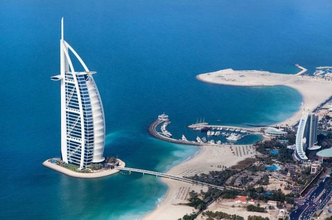 <span>Burj Al Arab ligger i Dubai och är ett av världens mest kända lyxhotell. </span>