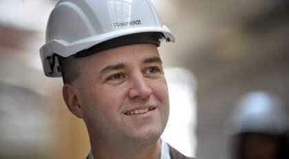 Fredrik Reinfeldt har anledning att vara glad - enligt en ny mätning har Moderaterna det största väljarstödet på tolv år. Foto: Jessica Gow/Scanpix