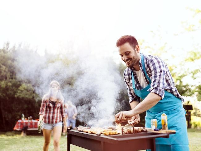 Att grilla handlar om kemi, om olika typer av värme och hur man på bästa sätt får god och brun yta på köttet.