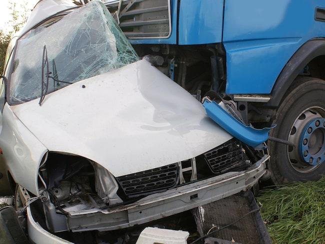 Är du först fram till en trafikolycka – larma 112.