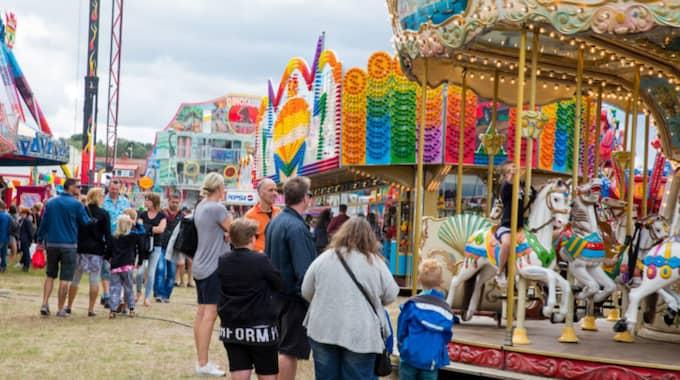 Besökare strosade runt på marknaden. Foto: Peo Möller / KVP/EXPRESSEN