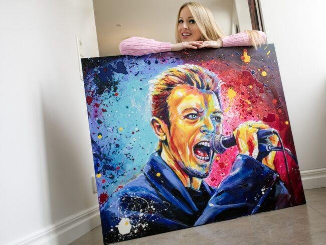 <span>Konstnären Marie Plosjö är ny i LEVA&BO:s konstgalleri. Nu målar hon Bowie exklusivt för LEVA&BO.<br></span>