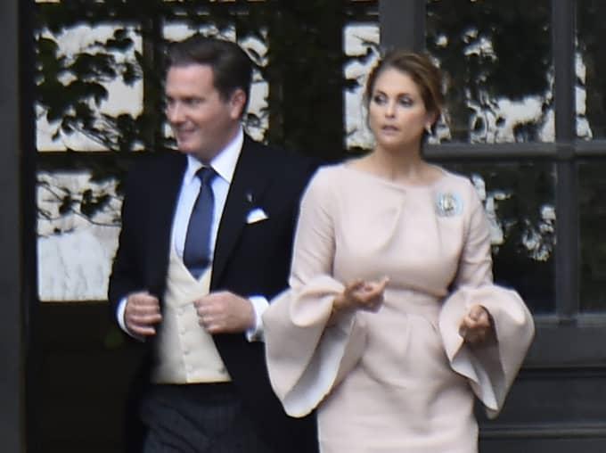 Chris O' Neill och prinsessan Madeleine lämnar dopfesten. Foto: / SVEN LINDWALL EXP