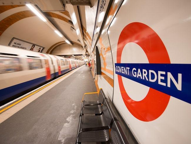 Scenen utspelade sig på en av Londons mest folktäta tunnelbanestationer, den vid Covent Garden