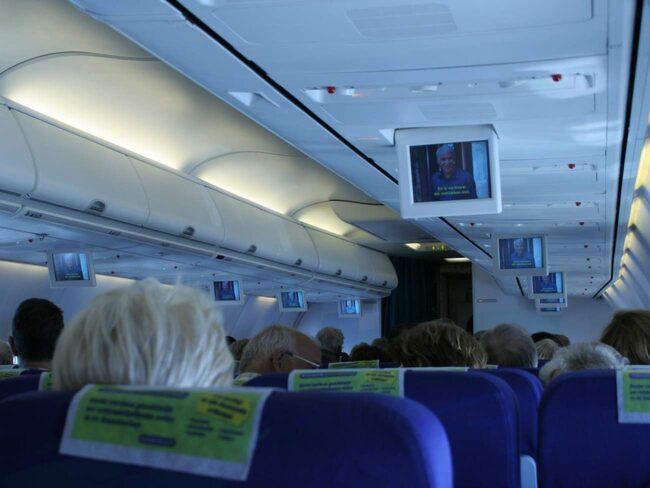 Redan på flyget kan sjukdomskänslorna komma krypande.