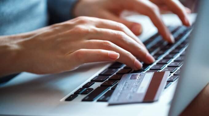Det kan vara lockande att beställa varor över internet, men se upp för de dolda avgifterna. Foto: Colourbox