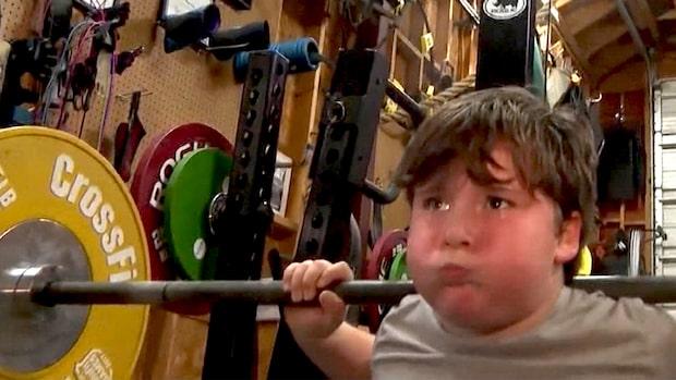 Här är nioåringen som kan lyfta 104 kilo – slår rekord på löpande band