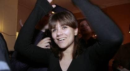 En strålande glad Amelia Andersdotter på Piratpartiets valvaka i går kväll. Piratpartiet fick preliminärt 7,1procent av rösterna i EU-valet. Det innebär att Amelia Andersdotter kan bli ledamot för Piratpartiet i Bryssel. Foto: RONNY JOHANNESSON