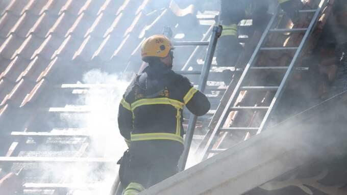"""Det brinner i taket"", säger Stephan Söderholm, vid polisens ledningscentral. Foto: Peo Möller"