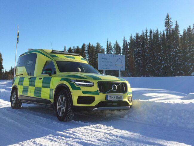 Alla ambulanserna är fyrhjulsdrivna för att klara besvärligt underlag.