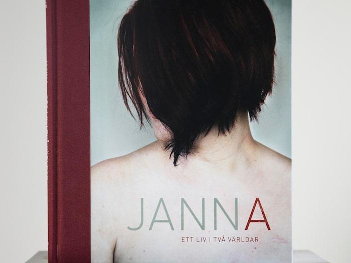"""I december förra året kom fotoboken """"Janna - Ett liv i två världar""""."""