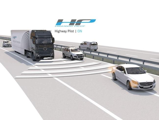 Lastbilen ska i teorin kunna klara sig utan en förare.