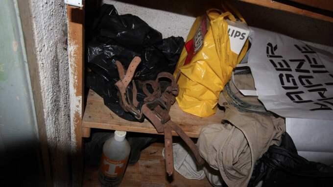 Polisen hittade ett par klätterskor i ett förråd i källaren.