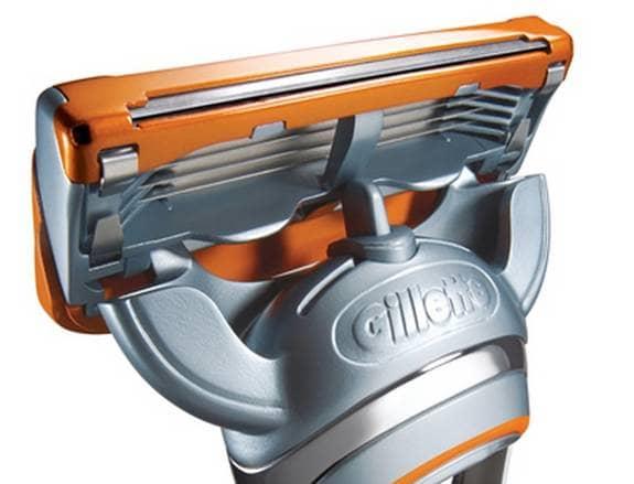 Gillette Fusion tog fem år och hundra miljoner kronor att utveckla, och nu är den äntligen här. Fler blad än någonsin, och ett extra litet rakblad högst upp för skägg och polisonger. Finns även i en batteridriven version, där en liten elmotor får handtaget att vibrera på ett helt meningslöst sätt. Pris: 160 kronor