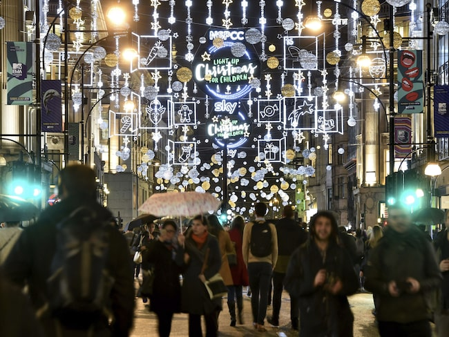 Julbelysningen över Oxford Street tändes den 7 november.