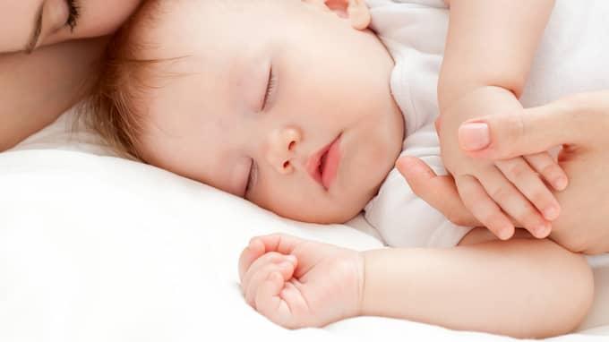 """""""En norm som säger att alla barn måste sova i varsitt rum"""", skriver Julia Mjörnstedt Karlsten. Foto: / SHUTTERSTOCK"""