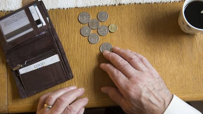 Enligt SPF seniorerna har varken garantipensionen eller bostadstillägget hängt med den ekonomiska utvecklingen. Nu tvingas mängder av pensionärer vända på varenda krona. Foto: Fredrik Sandberg/TT NYHETSBYRÅN