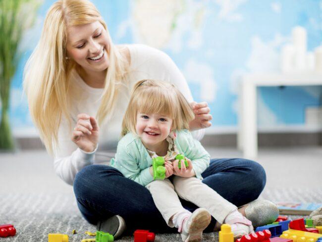 Små barn är extra känsliga motmiljögifter. De vistas nära golvet och dammet där miljögifterna finns.