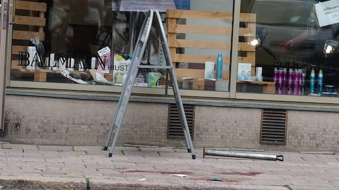 – Vi hörde att en ung kvinna skrek högt i hörnet av torget. Vi såg en man på torget, en kniv glimtade till och viftade i luften. Jag förstod att han hade knivhuggit något, säger Laura Laine, till finländska radio/tv-kanalen YLE. Foto: Kirsi Kanerva