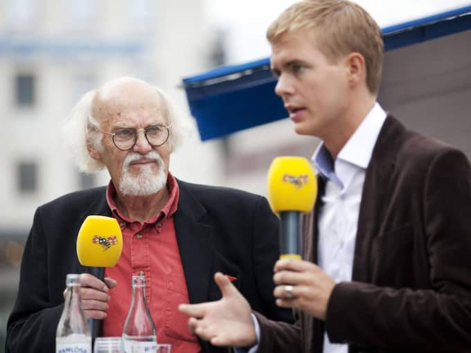 Under valrörelsen 2010 fungerade Bertil Torekull som mentor åt Miljöpartiets språkrör Gustav Fridolin. Foto: Olle Sporrong